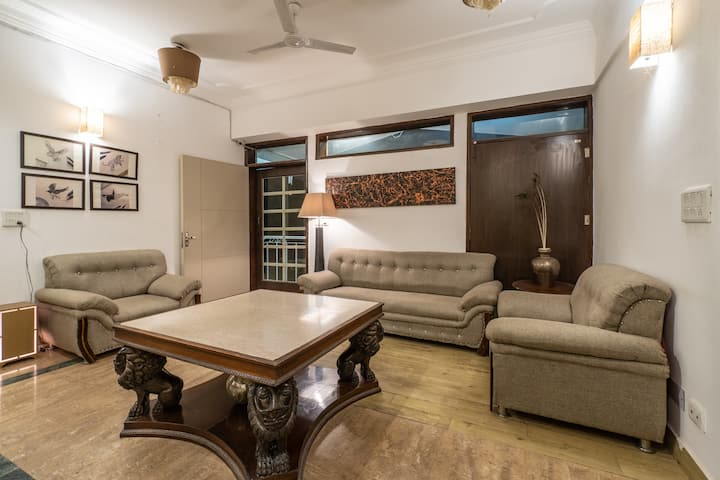 Snowtop Manor| 1br with  Kasauli Mountain view
