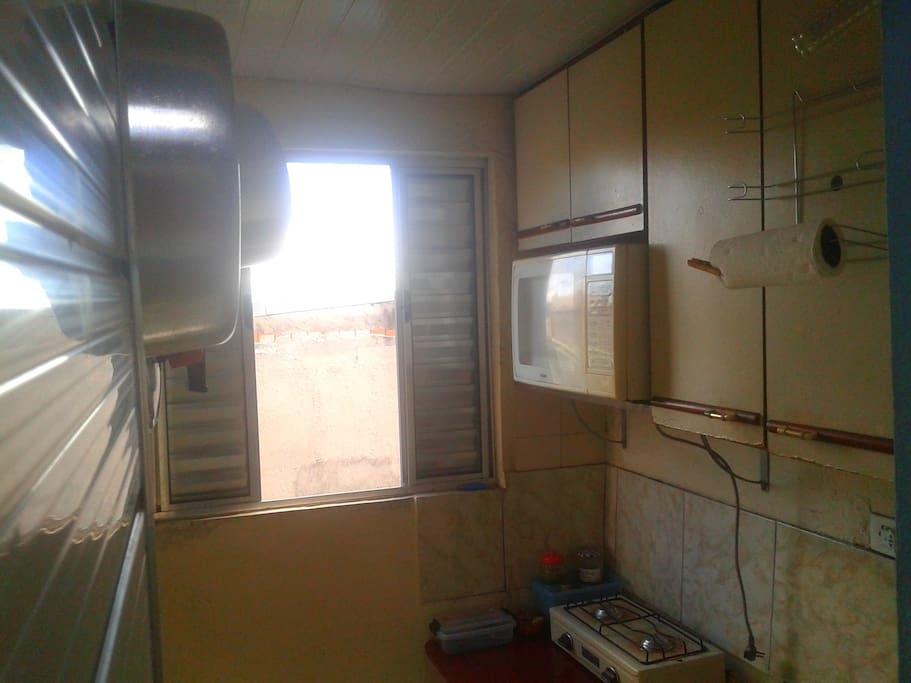 Pequena cozinha à disposição. Petite cuisine disponible.