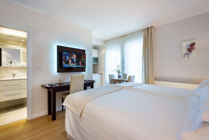 Deluxe Double Room by MadisonLuxuryApartments****
