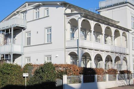 4-Sterne Appartement in einer Villa Concordia - Binz - Lejlighed