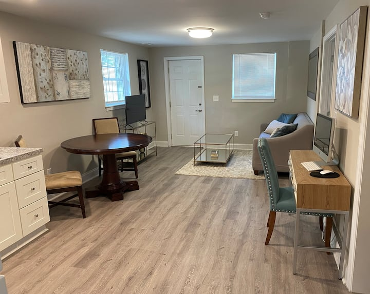 North Hills 1 Bedroom Suite w/ Private Entrance
