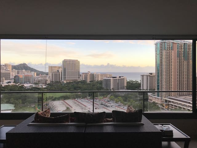 2 beds, 1 bath, 1 room located in Waikiki