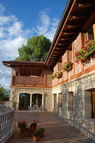 Caserón al borde del bosque: MAR - Villalbilla - Bed & Breakfast