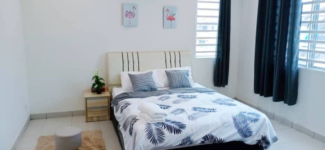 Private room 1 bed,near KLIA airport spacious home
