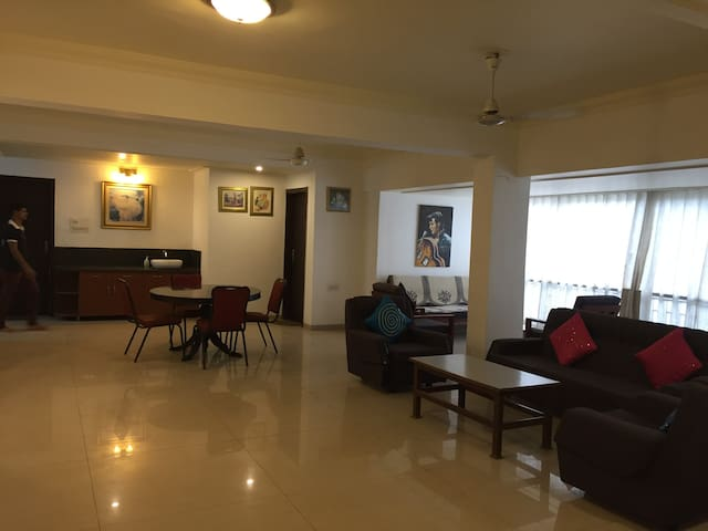Rajesh Tower Apartment - Vadodara - Apartament