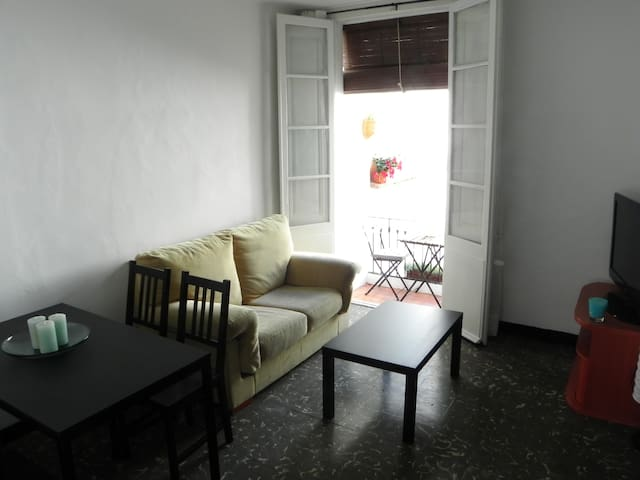 Cozy apartment at 1 minute walking from the beach