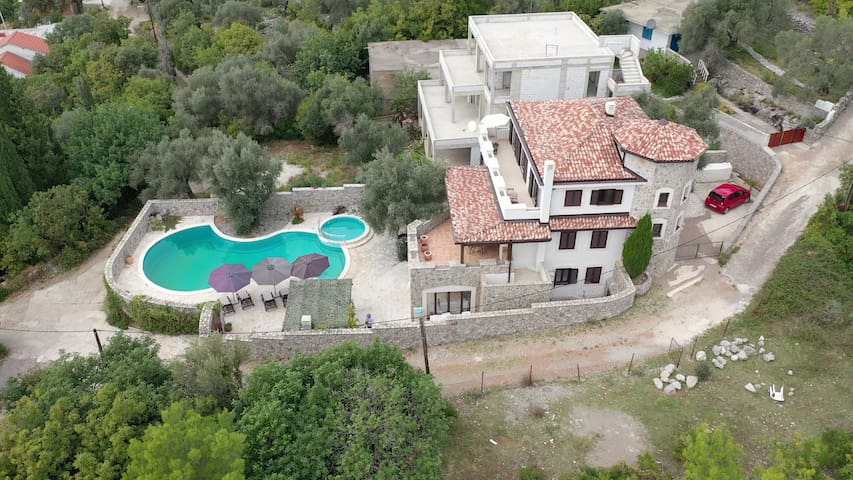 Lustica - Spacious 5 Bedroom Villa with large Pool
