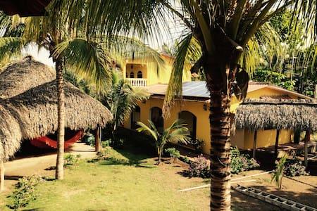 Beachfront Island Home for 6 or + - El Capulín - House