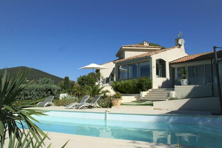 Villa moderna en Sainte-Maxime con piscina privada