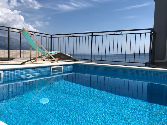 Luxury apartment Maya 2 with sea view and pool
