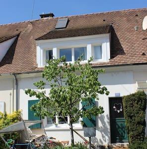 cosy little house with garden - Basel - Ház