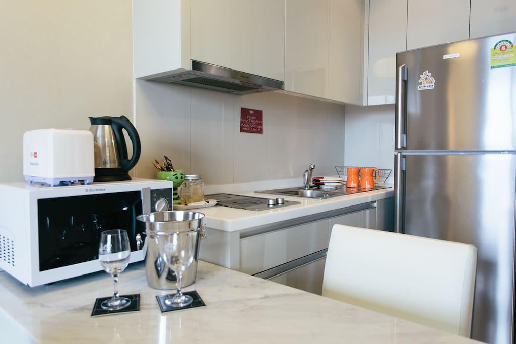 Large Frig., Microwave,Toaster,Water Boiker,Wine Glasses