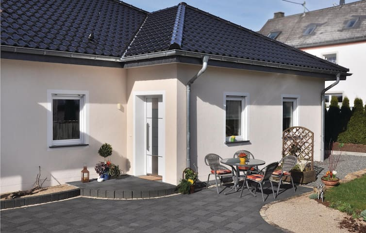 Semi-Detached with 2 bedrooms on 68 m² in Arzfeld