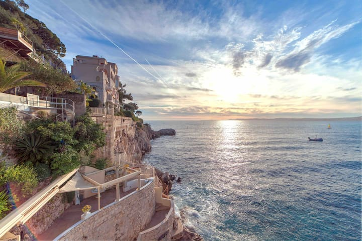 Cap de Nice/ Port de Nice: Les Pieds dans l'eau !