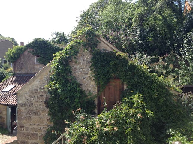 A comfortable converted hayloft. - Sherborne - อพาร์ทเมนท์