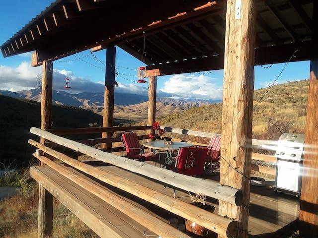 Cozy Mountain Cabin near Anderson Ranch Dam