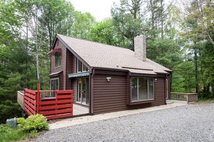 Evergreen Mountain Retreat - Near ASHEVILLE - Weaverville - บ้าน