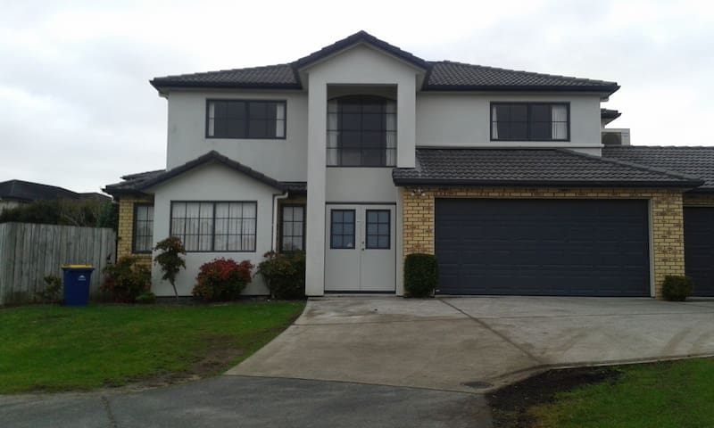 Large, sunny home, Pinehill, Ak, NZ - Auckland - Bed & Breakfast
