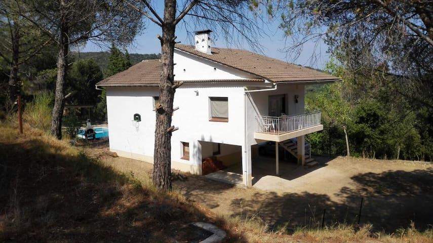 casa en la montaña, zona rural, muy tranquila,pisc - Hostalric - Rumah