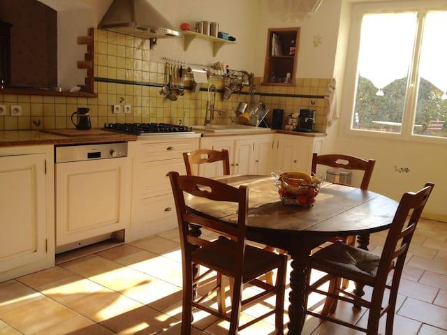 Chambre avec salle d'eau et toilettes privatives - Les Pujols - Casa