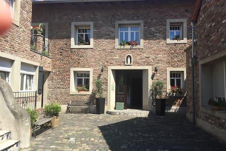 Separates Appartement - Pulheim