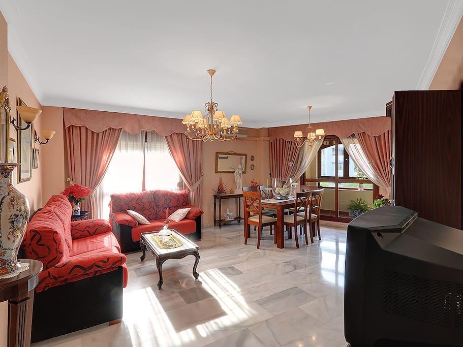 Living-dinig area / salón-comedor / Wohn-Essbereich