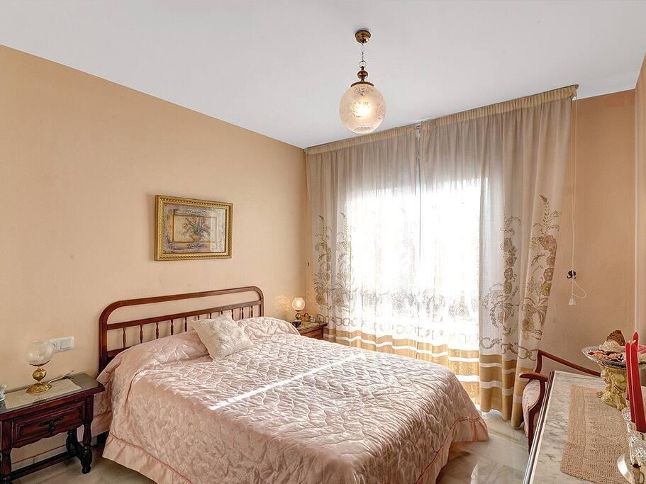 1st bedroom / 1º dormitorio / º. Schlafzimmer