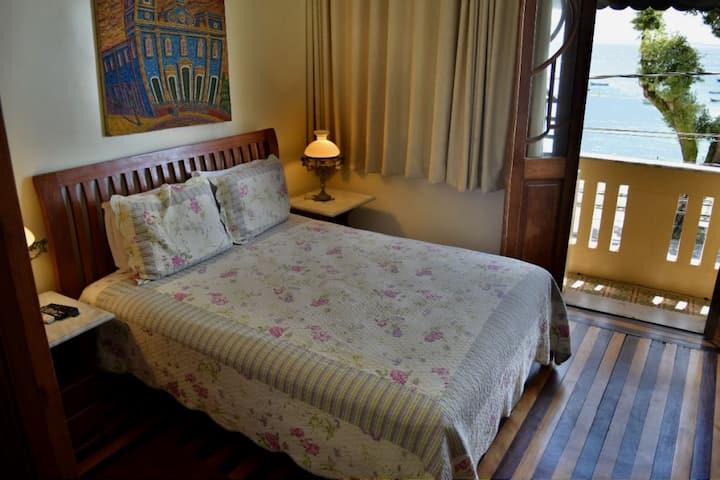 Beachfront Mansion - 8 Suites