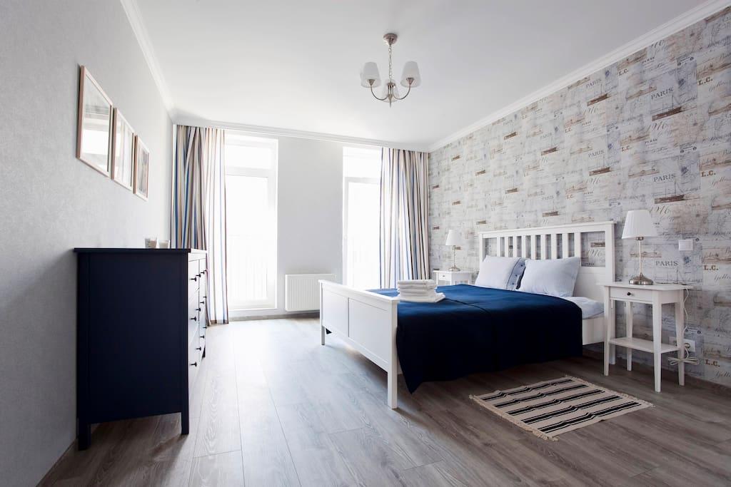 Вторая спальня (морская) с двухспальной кроватью и креслом-кроватью (см. дальше)