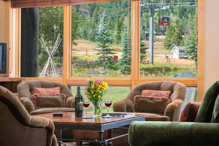 RMR: Ski In/Ski Out Cody House Condo + Free Fun!