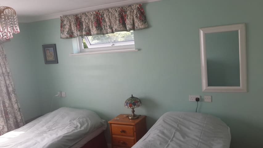 Bright Spacious Twin Room, Bungalow