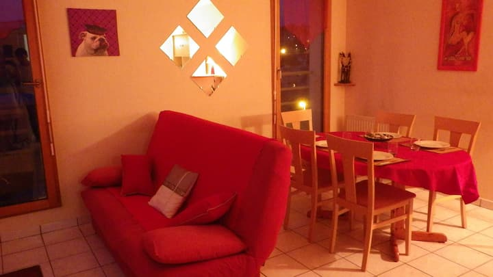 Nice central flat, 4 guests near the train station