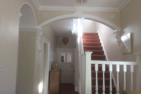 Large bright room on Unthank road. - Casa