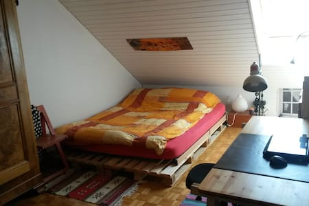 Nice room - double bed - Morges
