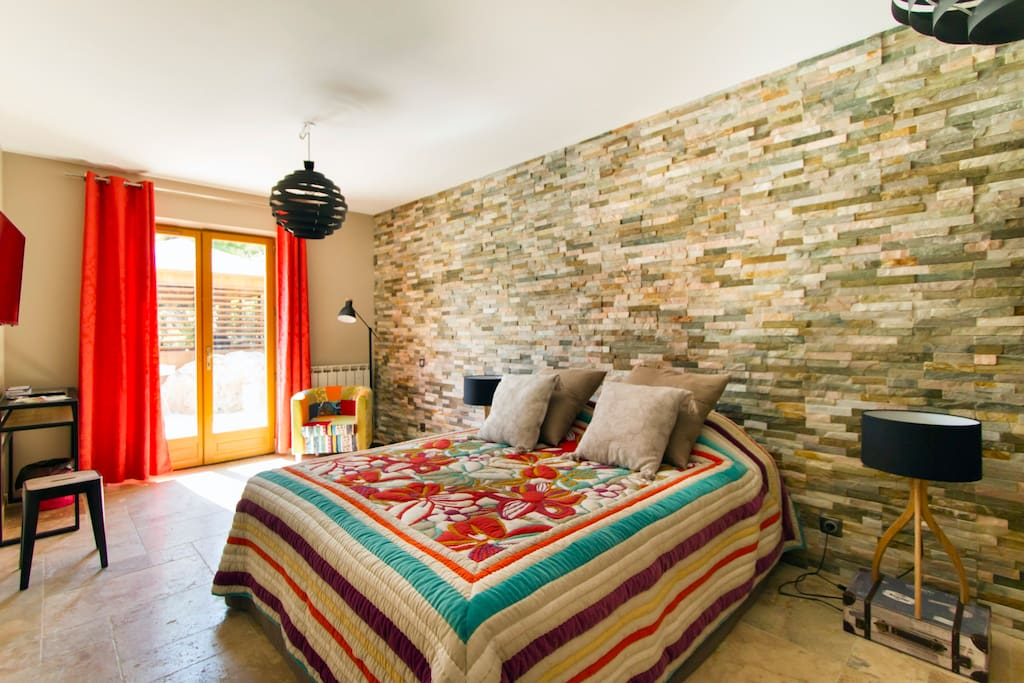 chambre lumiere chambres d 39 h tes louer mouans sartoux provence alpes c te d 39 azur france. Black Bedroom Furniture Sets. Home Design Ideas