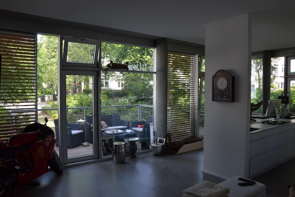 luxus loft direkt an der alster lofts for rent in hamburg hamburg germany. Black Bedroom Furniture Sets. Home Design Ideas