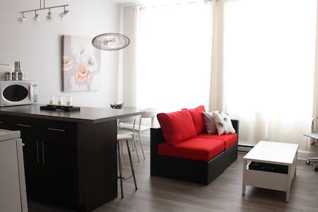 Beau loft urbain rénové et propre - 魁北克 - 公寓