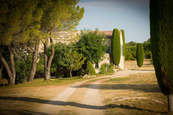 Breathtaking Provence fort w/ pool - Saint-Michel-l'Observatoire