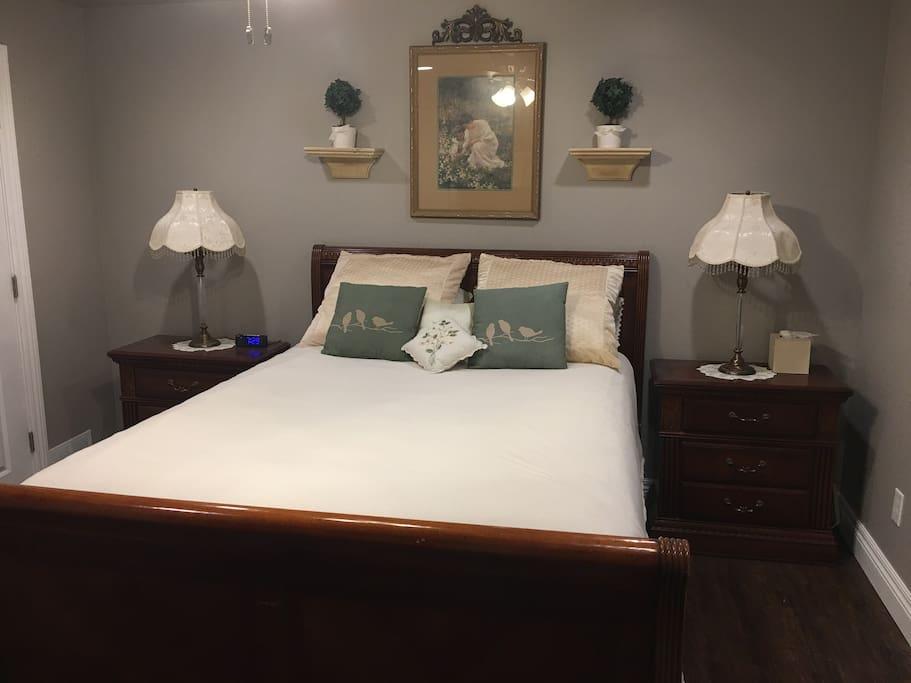 Garden Room Bedroom w/ Queen Sleigh Bed