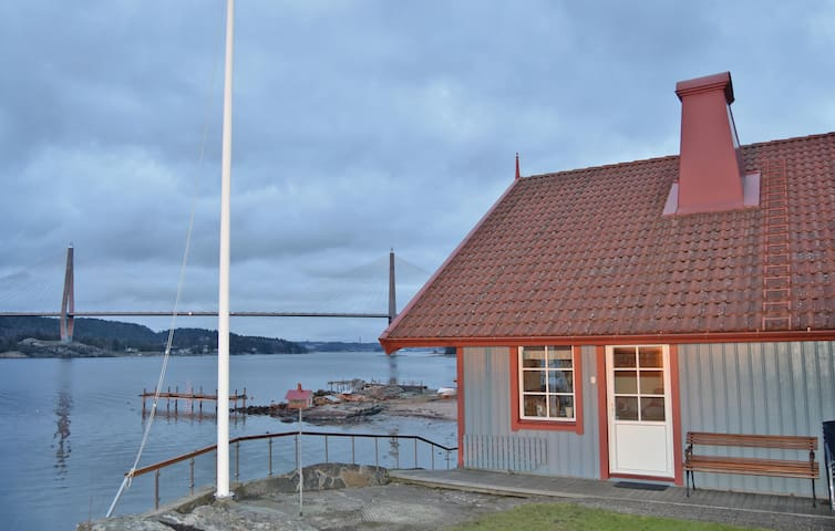 Holiday cottage with 2 bedrooms on 74 m² in Uddevalla