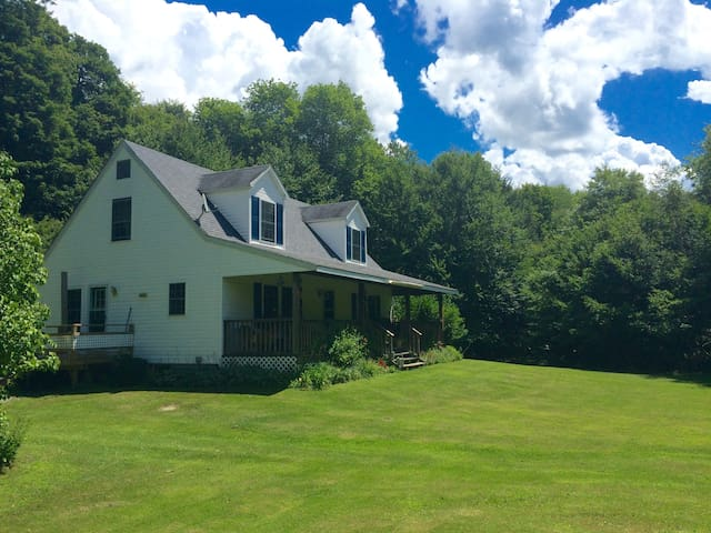 Peaceful 4BD Country Retreat - Livingston Manor