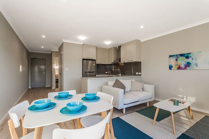 Beautifully designed, one bedroom apartment - Cloverdale - Daire