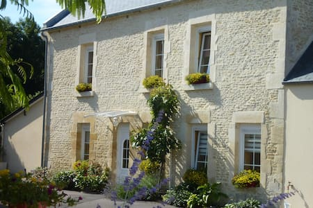 CHAMBRE D'HOTES BENOUVILLE Calvados - Bed & Breakfast