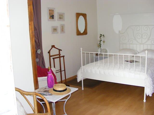 chambres de charme Cléry 1/3pers - Saint-Loup-de-Gonois - ที่พักพร้อมอาหารเช้า