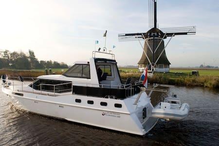 Luxe motorboot te huur per week - Sneek