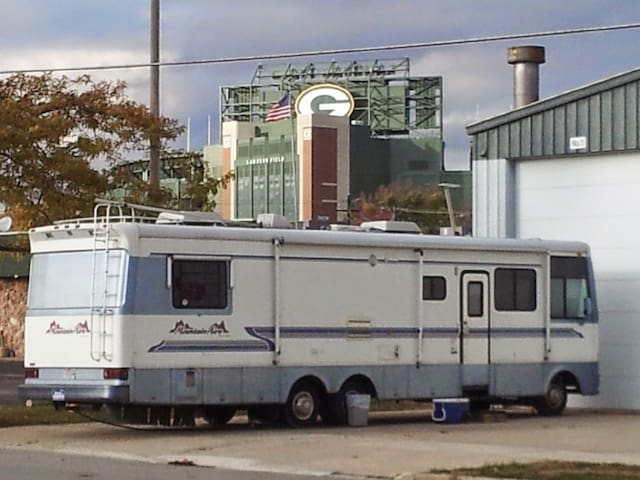 Party at Lambeau!!! 40 Foot Class A Motorhome!!