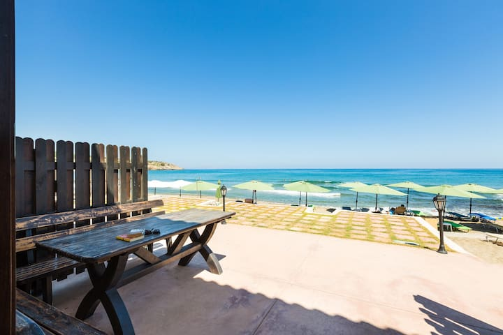 Villa on the beach Creta seafront residences 4