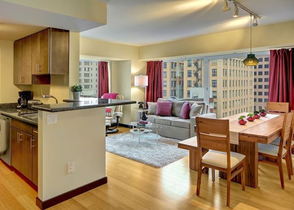 Bright and open living space with plenty of room for your whole group