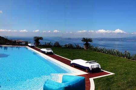 Lake Garda luxury studio with pool - Torri del Benaco - Wohnung
