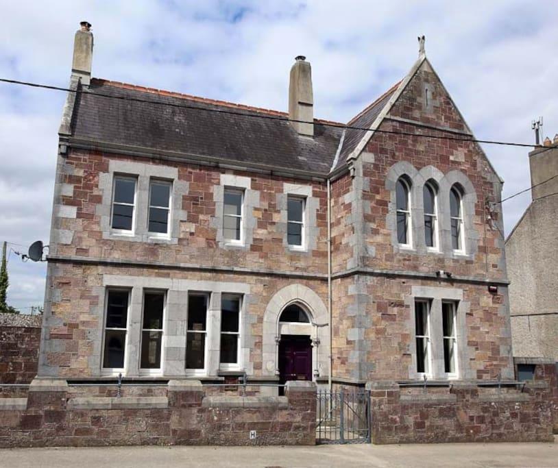 Renovated 19th Century Bank, Luxury Six Bedroom Accommodation